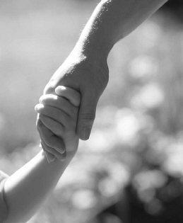 Holding-hands-uid-1420628
