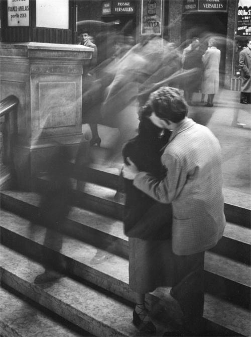 Baiser, Passage Versailles, Paris, 1950.